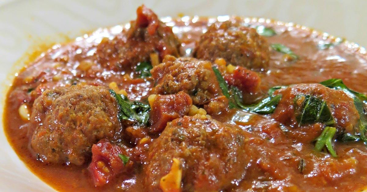 Tomaattikeitto lihapullilla