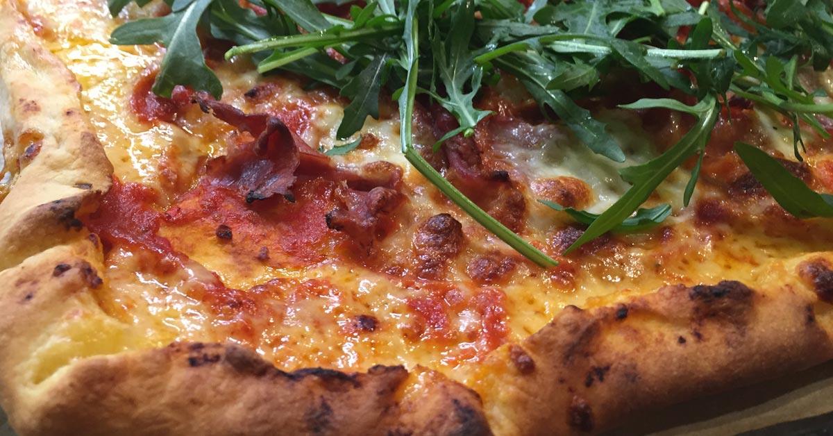 Pizza juustoreunalla
