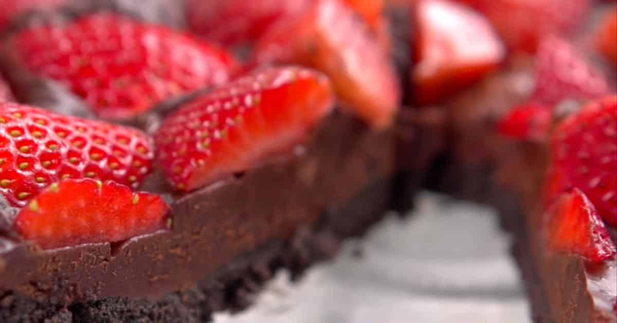 Suklaa-mansikkapiiras – ei vaadi paistamista!