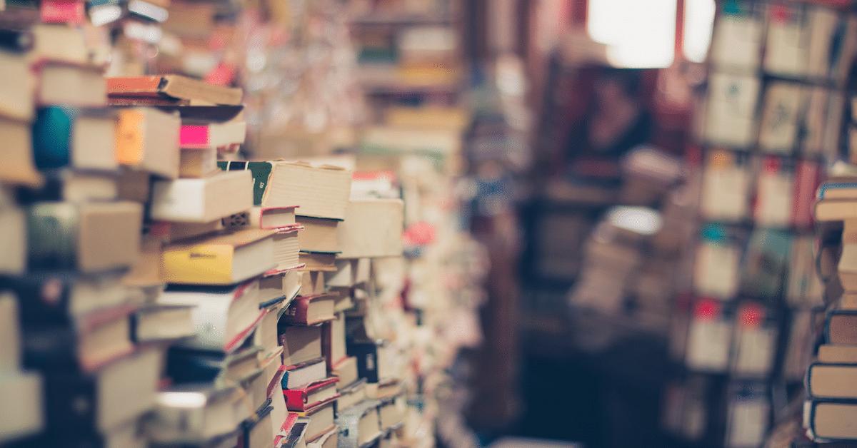 Itsetehty kirjahylly? – Katso 14 upeaa ideaa