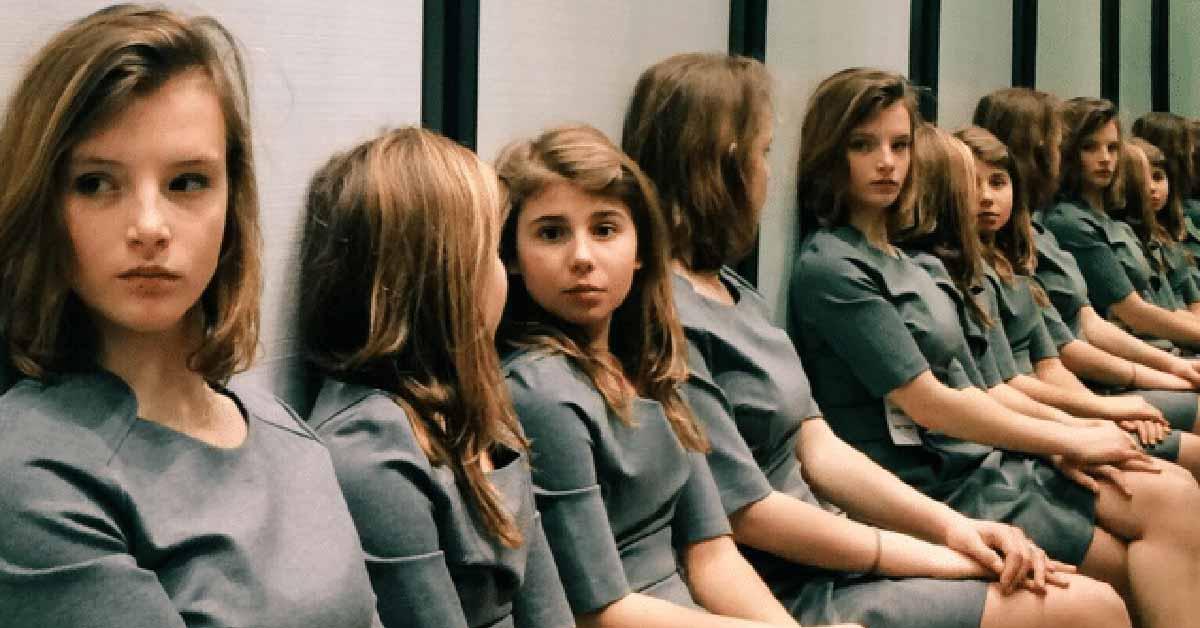 Tämä kuva on saanut ihmiset sekaisin – montako tyttöä kuvassa on?