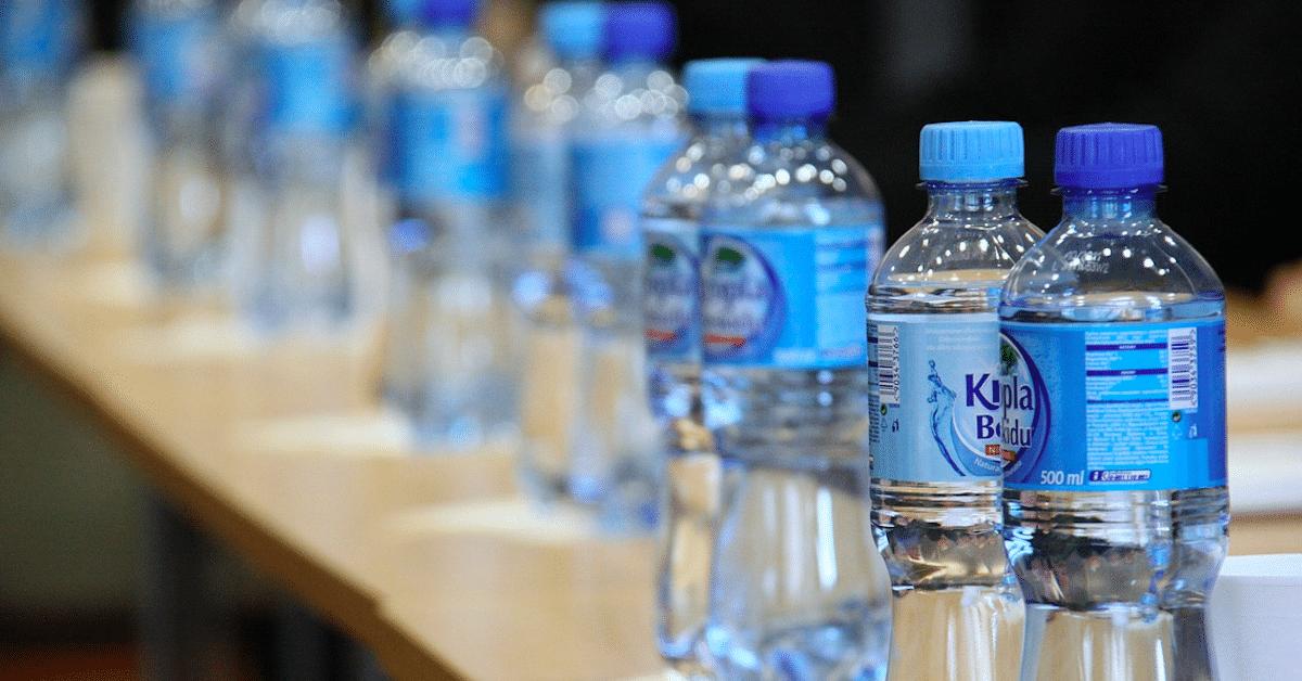 16 kekseliästä tapaa kierrättää tyhjiä muovipulloja