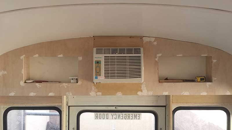 isa_ja_poika_muunsivat_vanhan_koulubussin_asuntoautoksi11