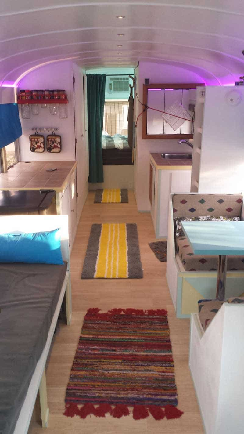 isa_ja_poika_muunsivat_vanhan_koulubussin_asuntoautoksi3