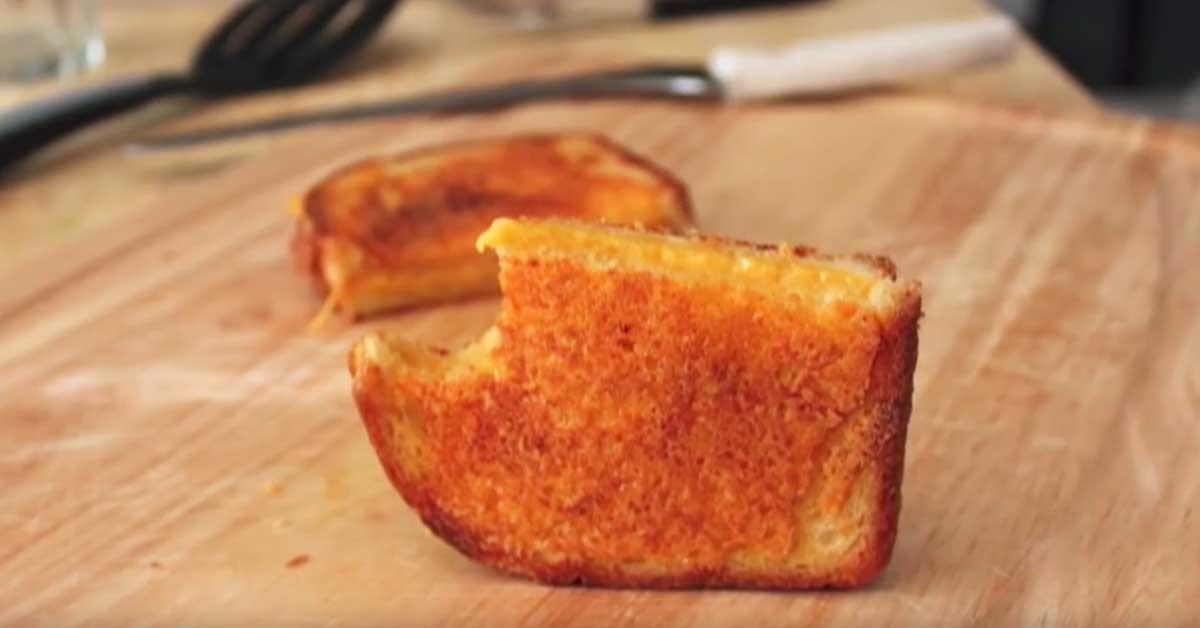 Grilliherkku: Ultimaattinen, rapea juustoleipä – sisältä ja päältä juustoherkku