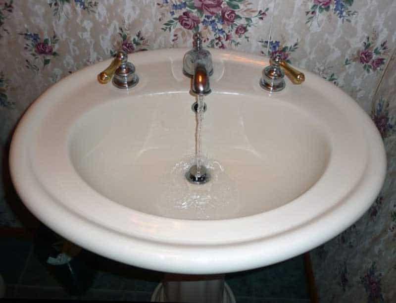 10vinkkia_kylpyhuoneen_puhdistamiseen_4