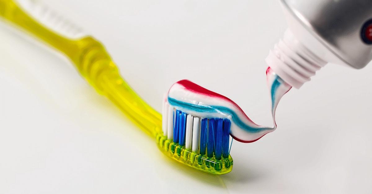 Tähän kaikkeen hammastahnaa voi käyttää – 18 vinkkiä