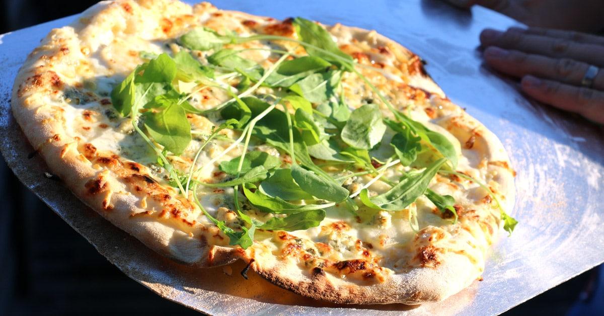 Pizzanpaisto on parasta yhdessä tekemistä