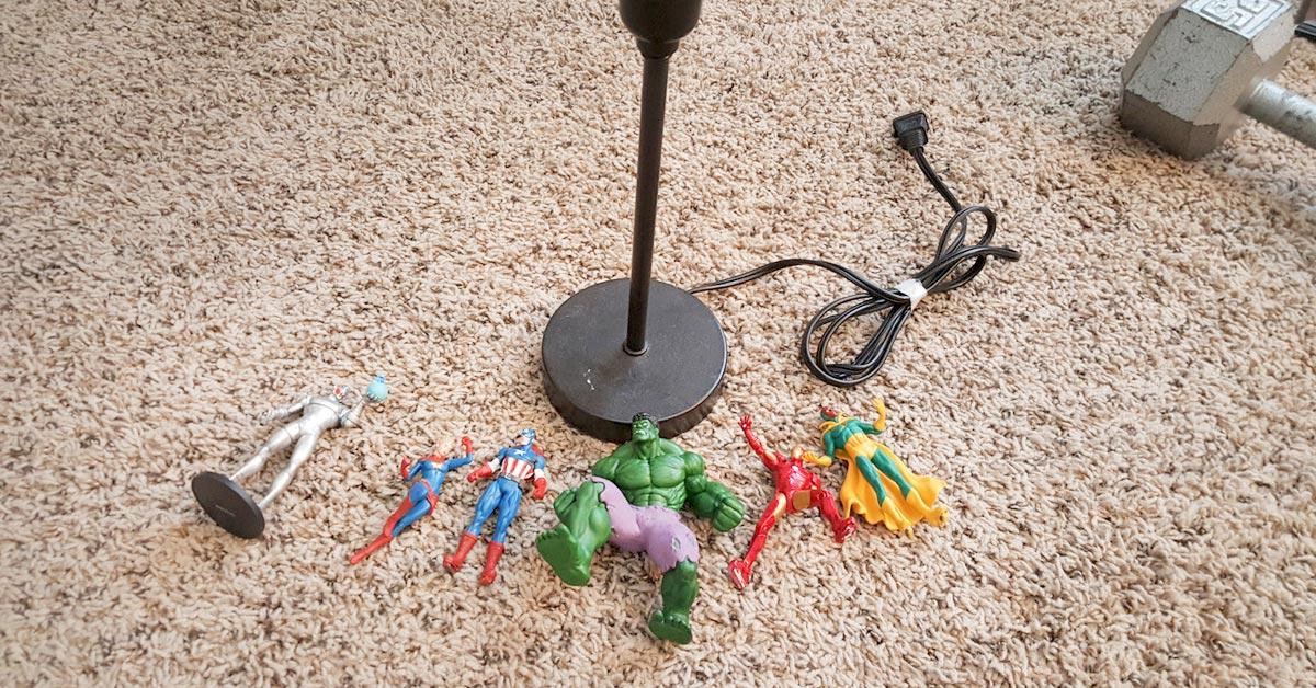 Tämän tee-se-itse-vinkin avulla muunnat tylsän lampunjalan upeaksi supersankarivalaisimeksi.