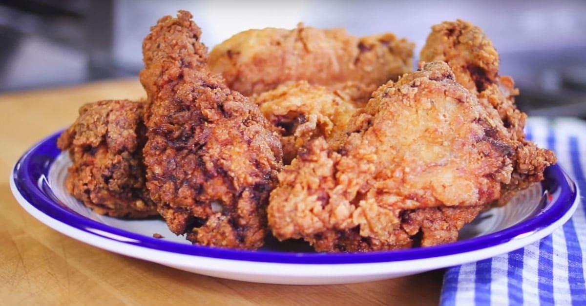 Näin valmistat helposti rapeaa, uppopaistettua kanaa kotona.