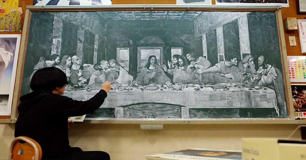 Japanilainen opettaja ylättää oppilaansa huikealla liitutaulutaiteella