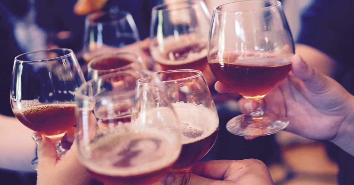 Tiede todistaa: Alkoholia juovat ihmiset elävät pidempään