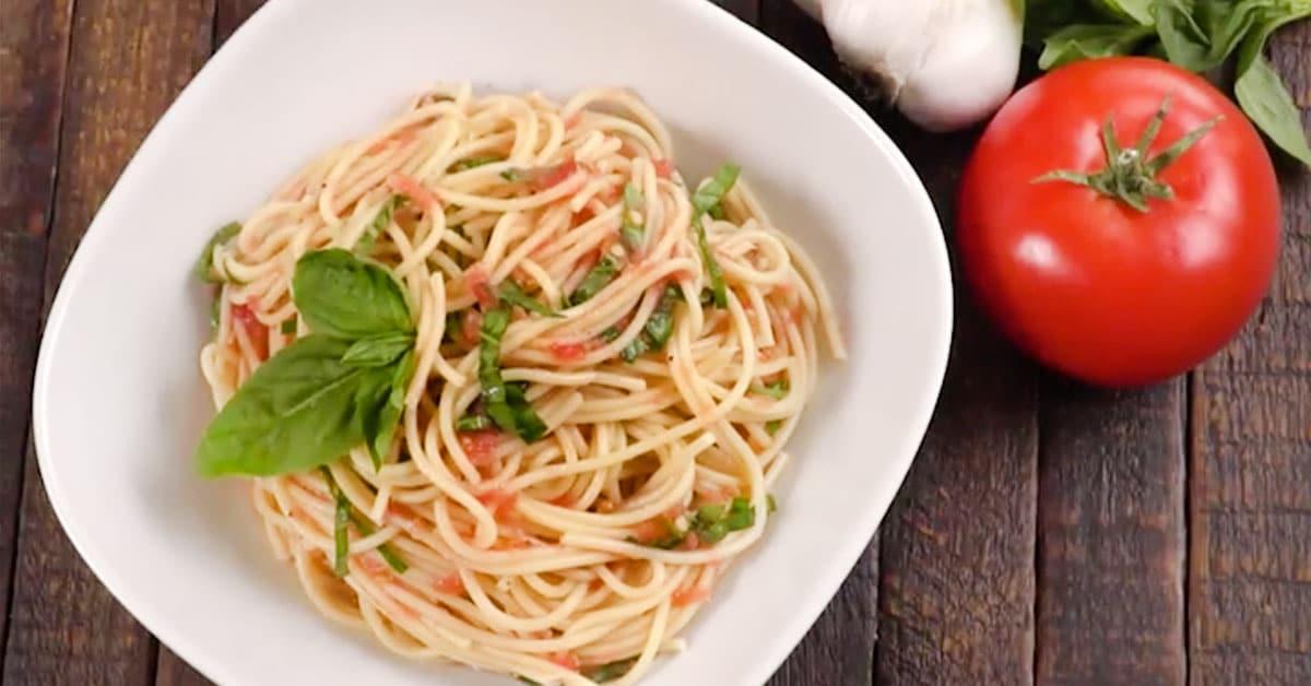 Herkullinen tomaattikastike, joka ei vaadikypsentämistä