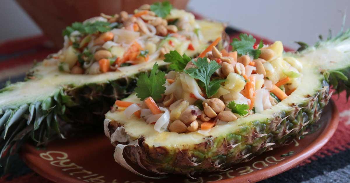 Itämainen broilerisalaatti – väriä ja makua ruokapöytään