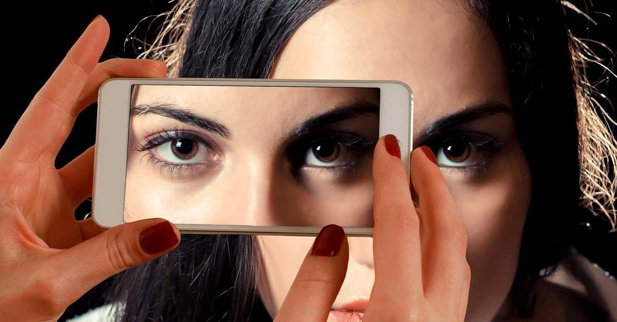 Totuus naisten monimutkaisesta suhteesta teknologiaan