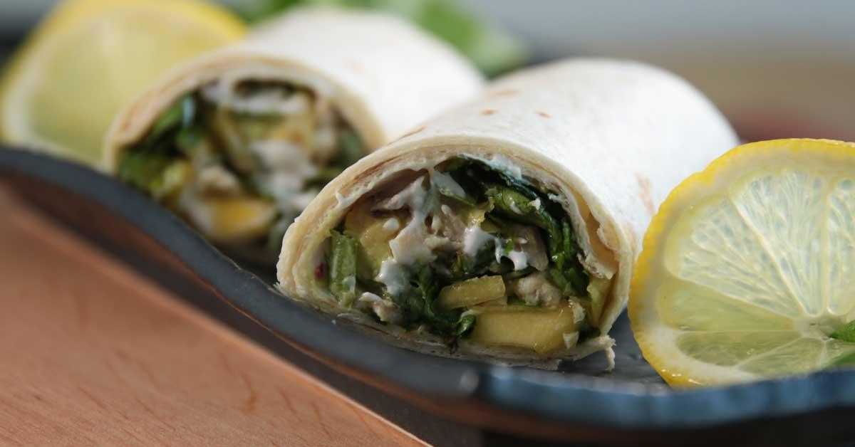 Kanasalaatti tortillassa – Kevyt ja maukas herkku