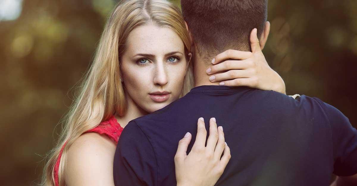 Jos miehesi tekee näitä 9 asiaa, hänellä on suhde