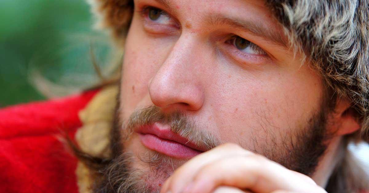 20 syytä, miksi sinun pitäisi tapailla parrakasta miestä