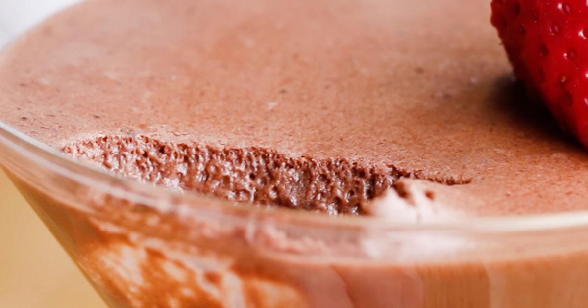 4 raaka-aineen vegaaninen suklaamousse