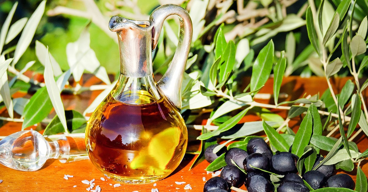 Tikkujen poistaminen ihon alta helpottuu huomattavasti oliiviöljyn avulla!