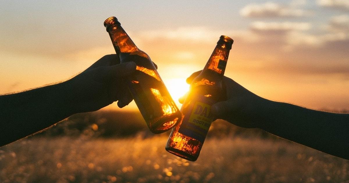 Kavereiden kanssa juominen voi ehkäistä Alzheimerin tautia