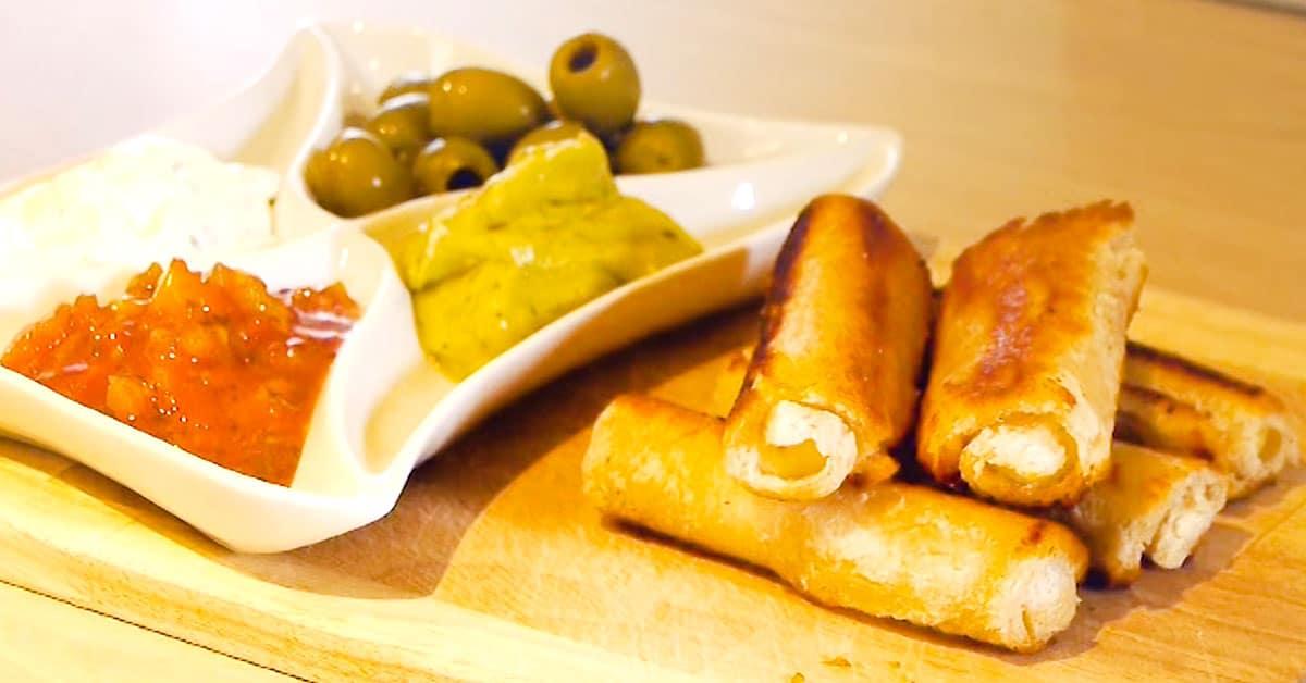 Herkulliset ja rapeat dippiherkut juustosta ja paahtoleivästä