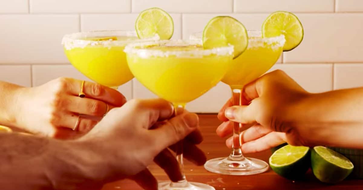 Näin valmistuvat mimosa-margaritat!