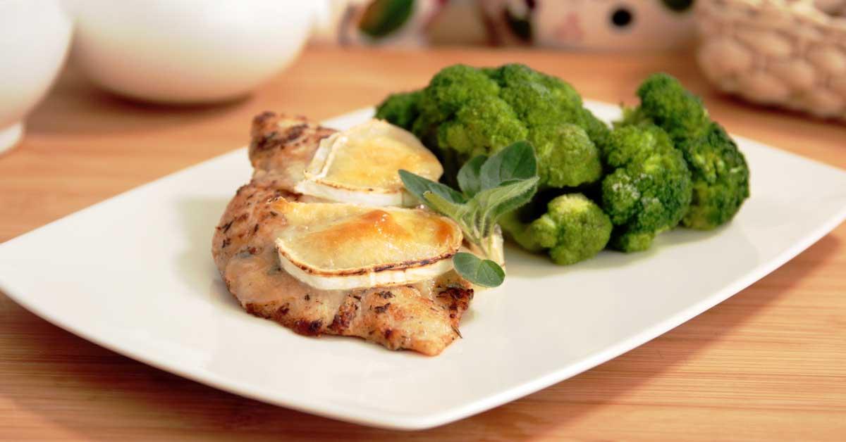 Yrttistä vuohenjuustobroileria ja parsakaalia – astetta maukkaampi arkiherkku