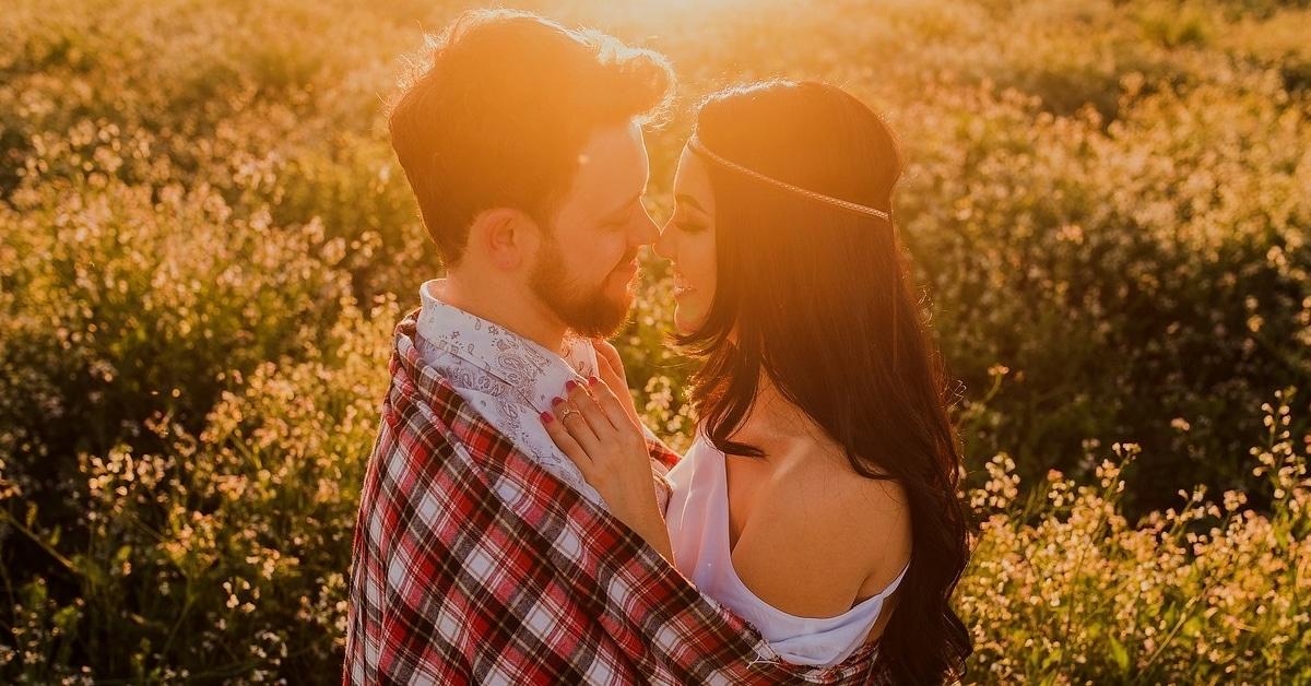 9 merkkiä miehestä, joka rakastaa sinua ikuisesti