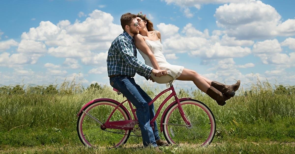 5 Yksinkertaista tapaa vahvistaa ystävyyttä avioliitossasi