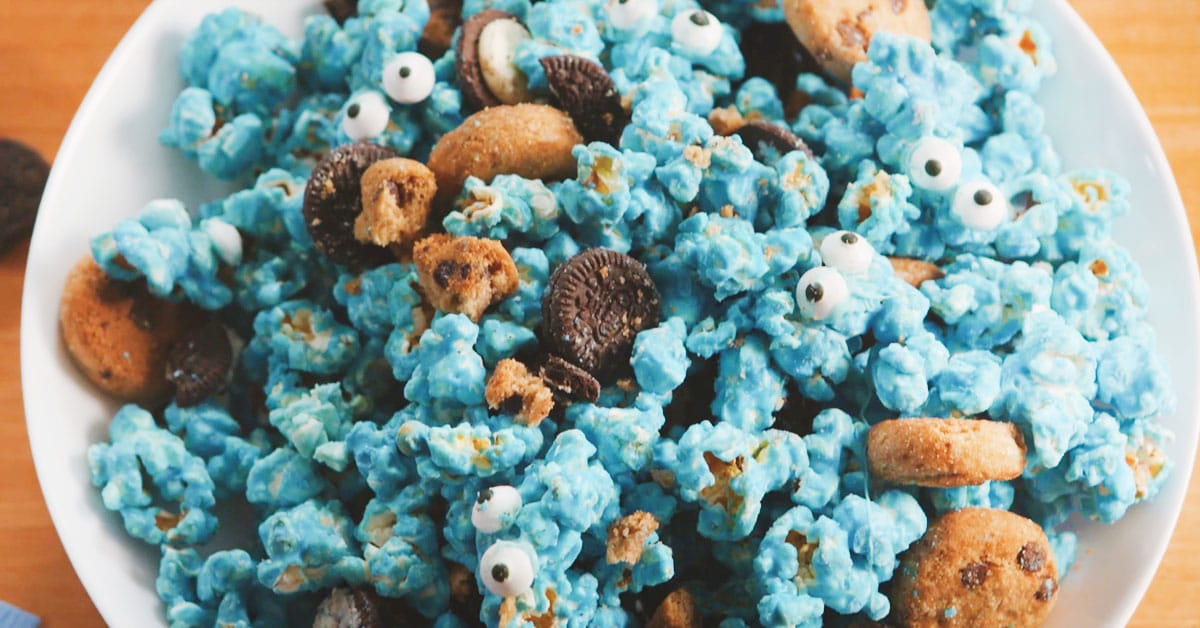 Näin valmistuu sininen popcorn-herkkukori!