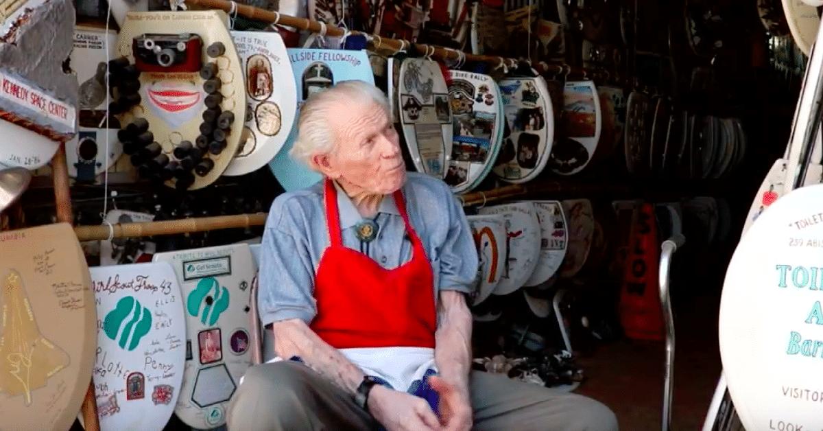 96-vuotias taiteilija tekee taidetta wc-pöntön kansista
