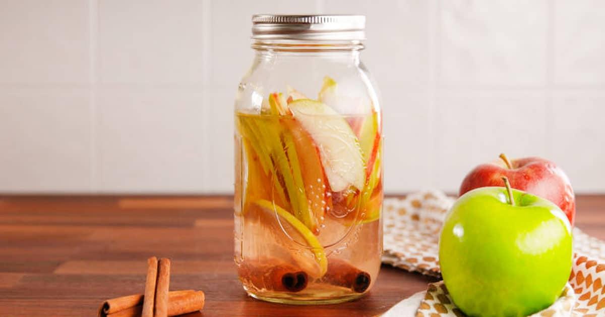 Omenapiirakka-vodka – maukas lämmike syksyyn