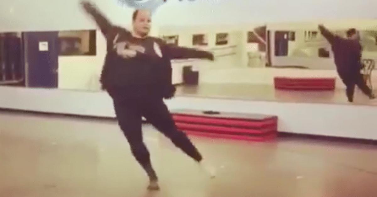 Plus-kokoinen tanssija esittelee taitojaan