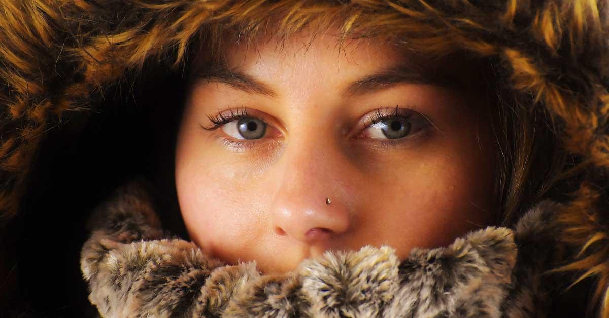 Miksi naisilla on aina kylmempi kuin miehillä? – Siihen on tieteellinen syy