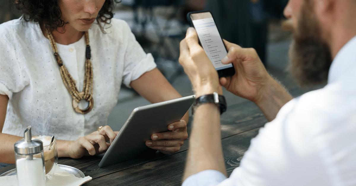 4 pahinta tapaa, joilla teknologia pilaa parisuhteesi