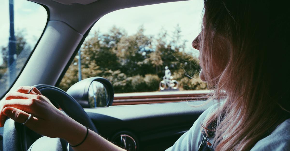 Opetatko lastasi ajamaan? Älä ikinä sano näitä 4 asiaa opetuksen aikana