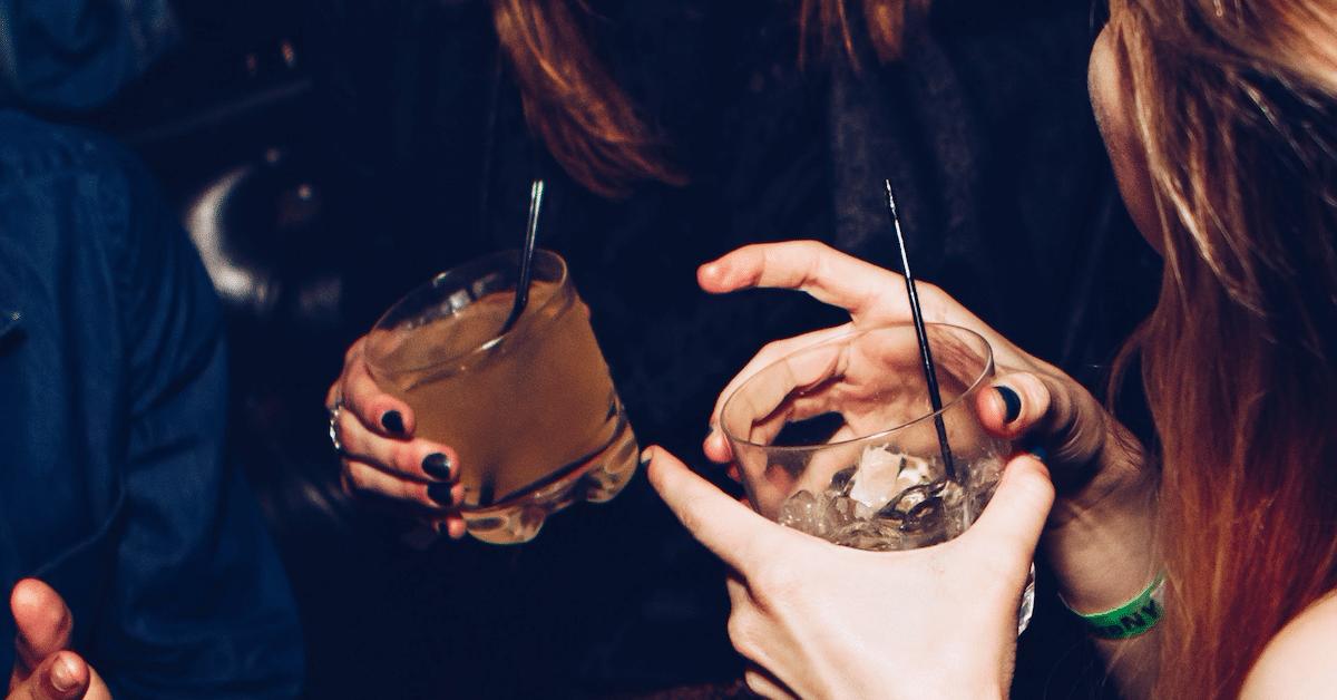 Miesten hajuvedet voivat saada naiset juomaan lisää alkoholia