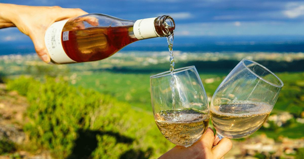 Pelkkä viinin haistaminen voi auttaa dementian välttämisessä