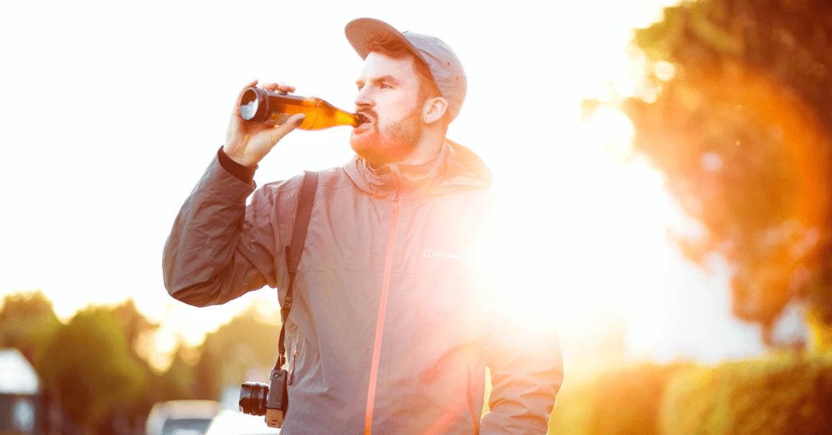 Yli puolet aikuisista juo alkoholia stressin takia, kertoo tutkimus