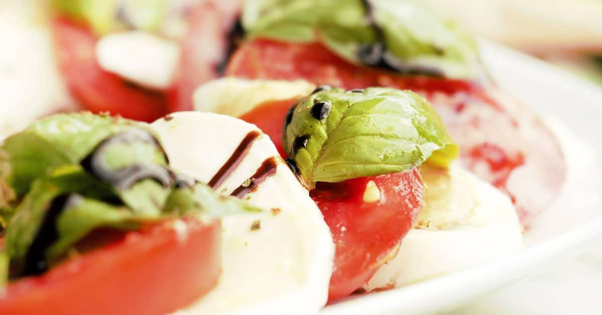 Helppo salaattikastike, joka vaatii vain kolme raaka-ainetta!