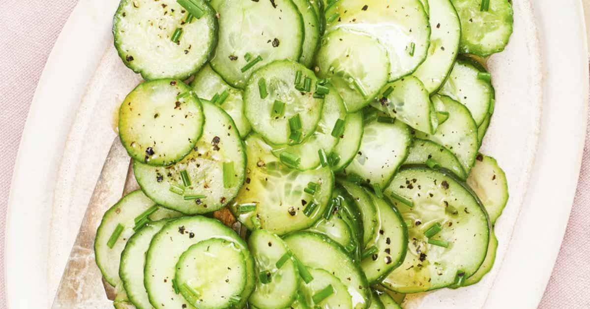 Raikas kurkkusalaatti – varma kesän hitti on loistava lisuke grilliherkkujen kaveriksi
