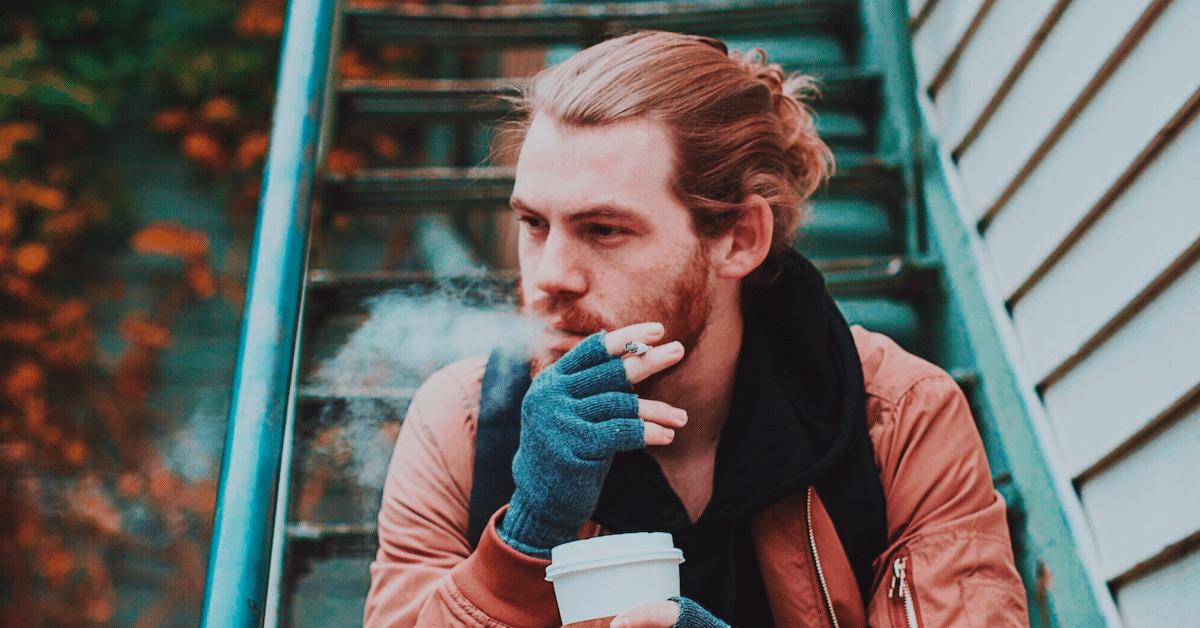 Tutkimus todistaa: Suurin osa naisista ei pidä tupakoivista miehistä
