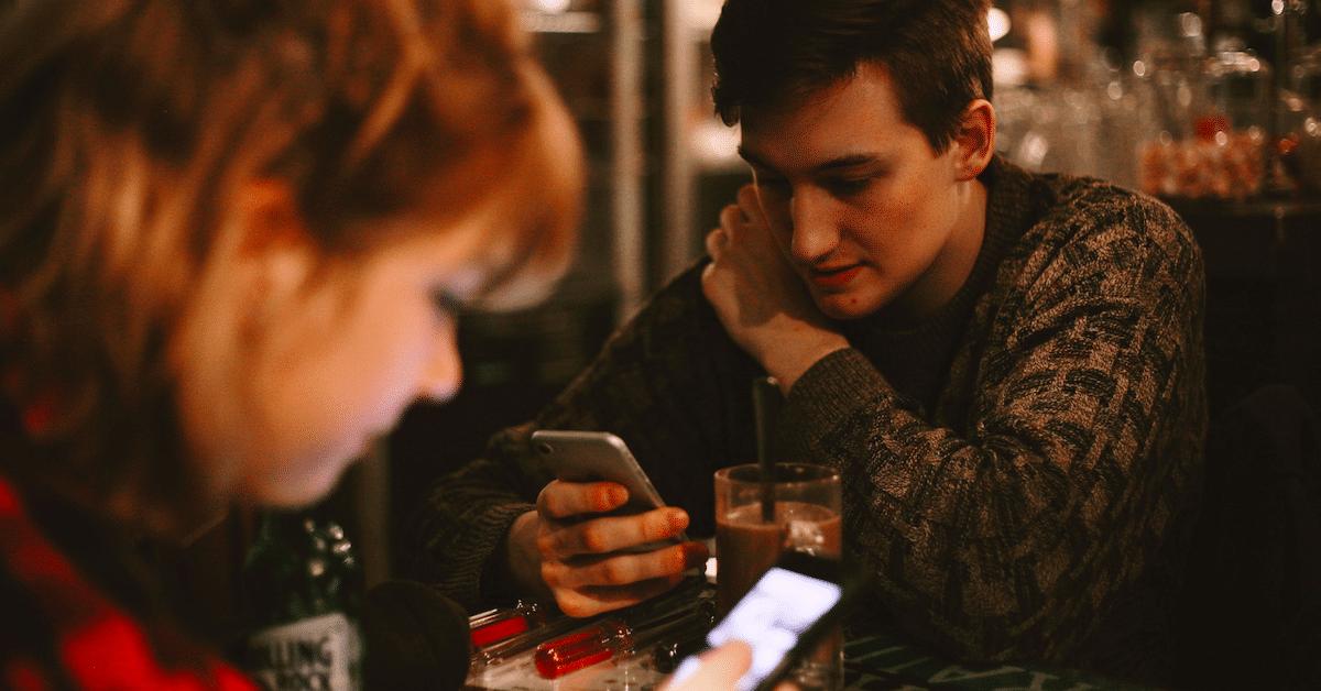 6 asiaa parisuhteesta, joista sinun ei ikinä tulisi puhua sosiaalisessa mediassa