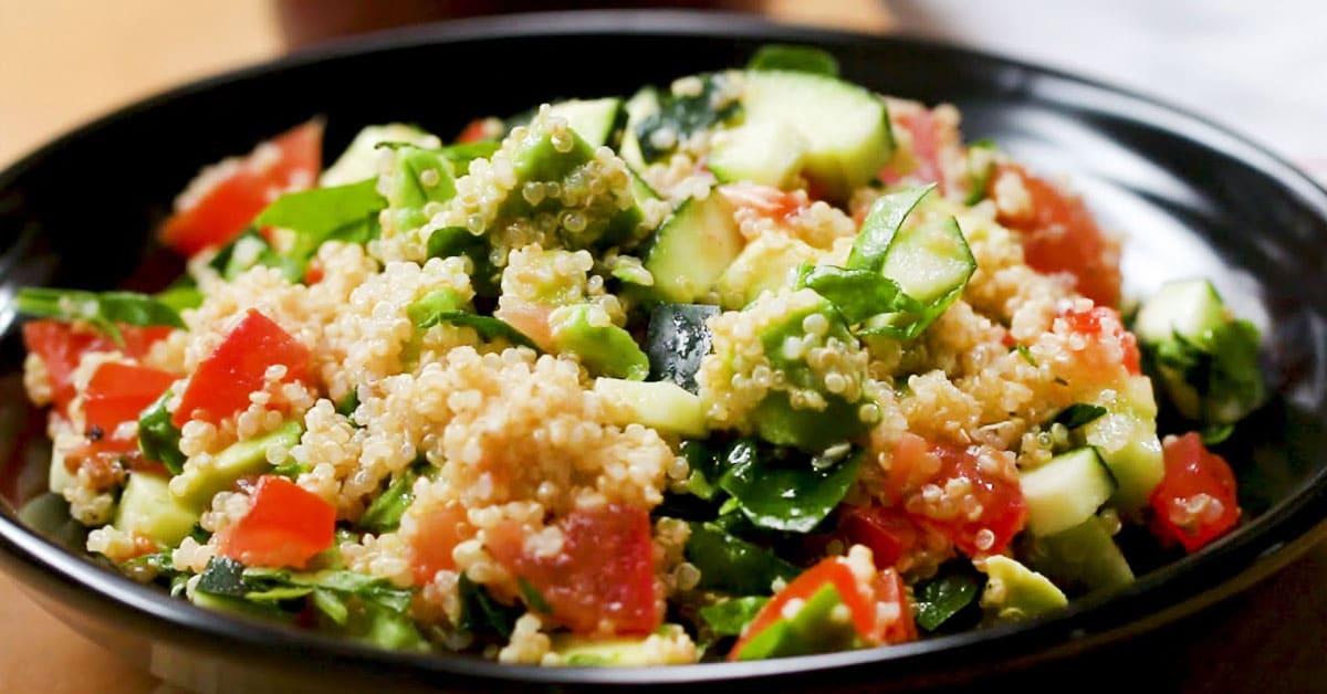 Quinoa-avokadosalaatti – täynnä proteiinia ja makua