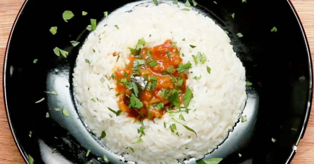 Paahdettu munakoisocurry – mausteista ja mehevää intialaista
