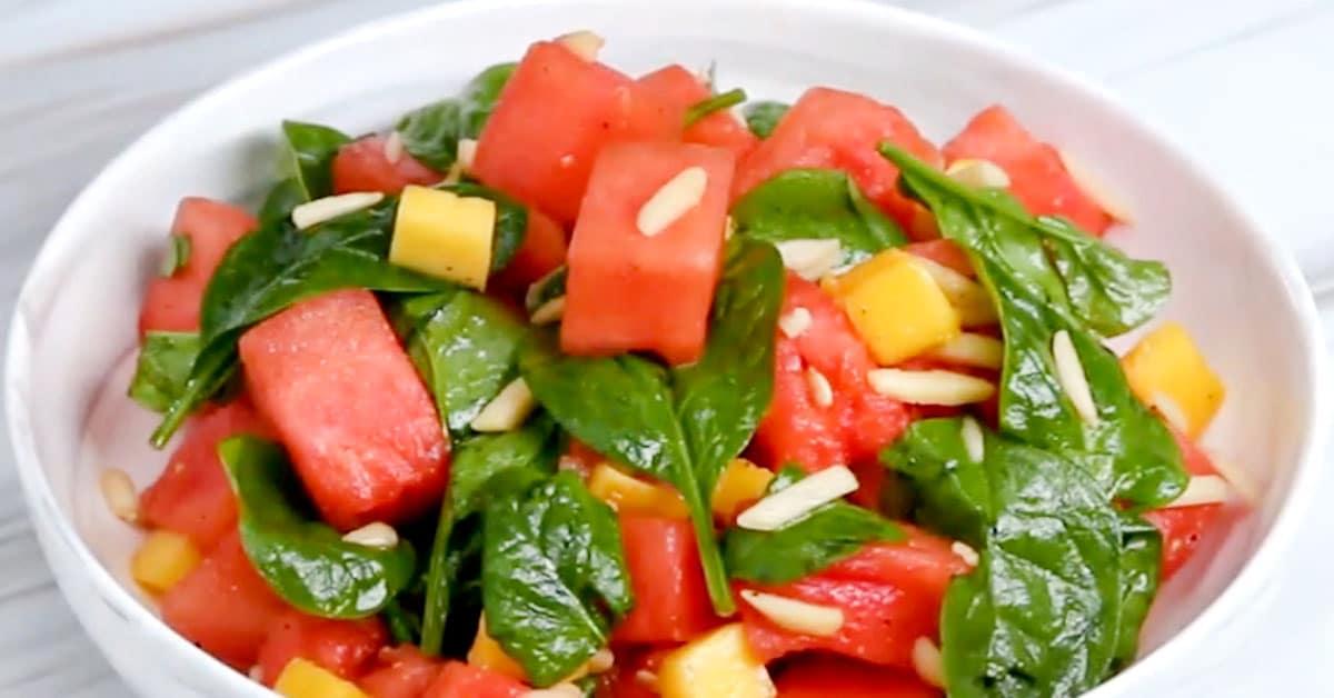 Mango-pinaatti-vesimelonisalaatti sitruunaisella vinaigrettella – raikasta ja todella maukasta