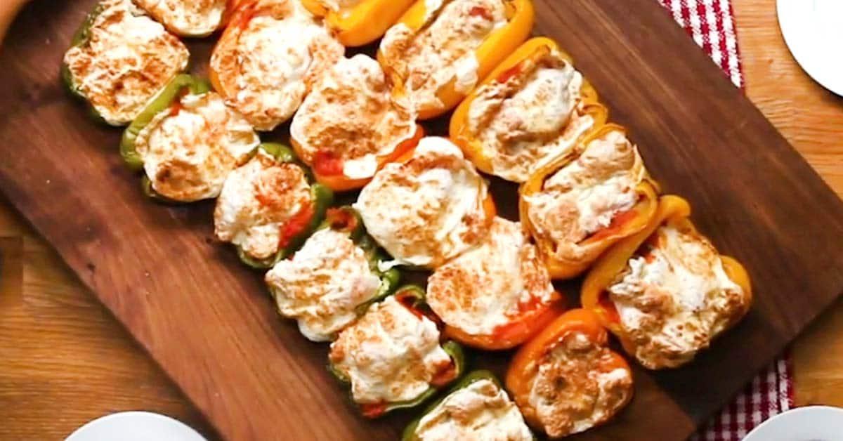 Täytetyt paprikat – täydellinen täyte valmistuu kanasta ja parmesan-juustosta