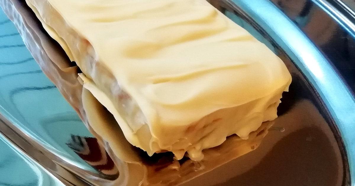 Valkosuklaa TWIX-kakku – maku ja koostumus kohdillaan