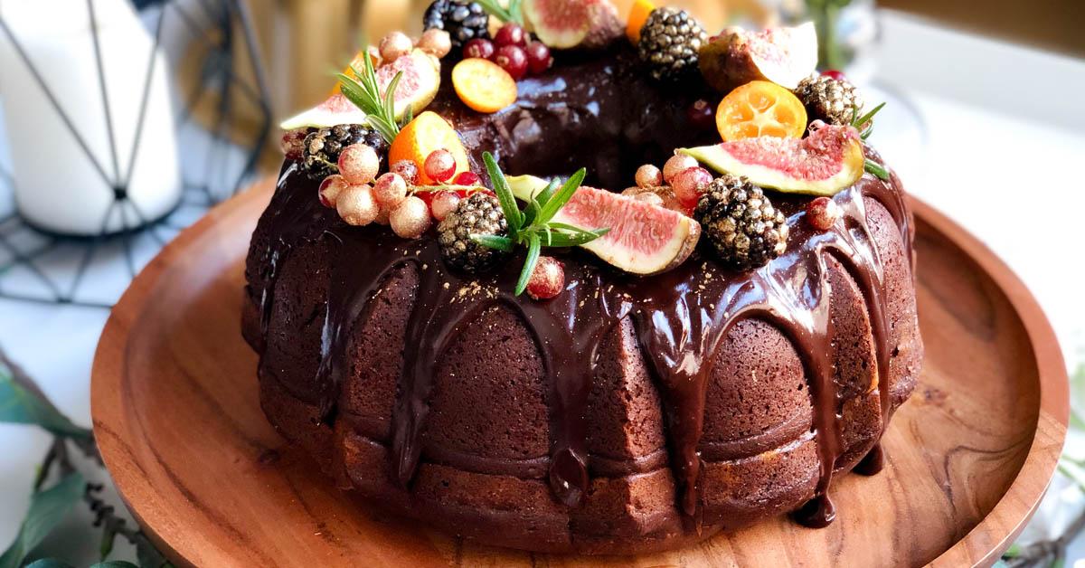Suklaakakku juustokakkusydämellä – täydellinen yhdistelmä ja yllätys